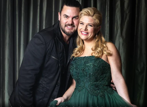 "Herald Sun "" Lucy Durack, Ben Mingay to star in Shrek the Musical in Melbourne"""